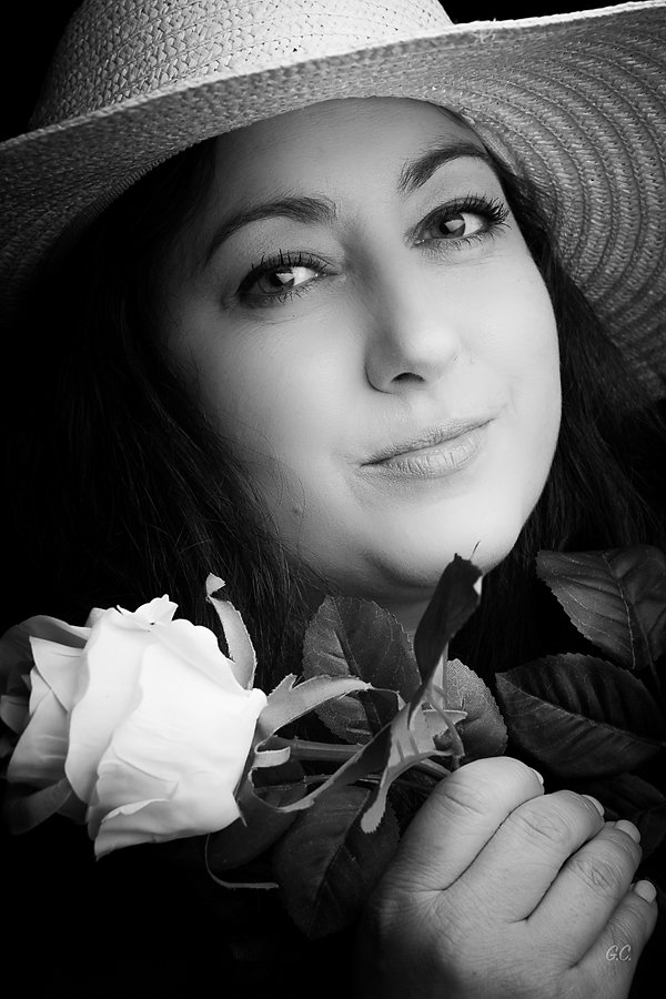 Gaëlle - With a rose and a hat